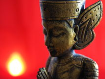 Oro Buda con el fondo rojo Fotografía de archivo libre de regalías