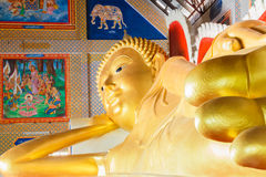 Oro Buddha Imagen de archivo libre de regalías