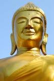 Oro buddha in cielo Fotografie Stock Libere da Diritti