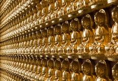 Oro Buddha sulla parete Fotografia Stock Libera da Diritti