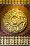 Oro Buddha sulla parete Immagine Stock Libera da Diritti