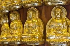 Oro Buddha sulla parete Fotografie Stock Libere da Diritti