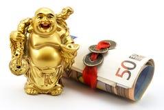 Oro che ride Buddha con soldi e le monete cinesi Fotografie Stock Libere da Diritti