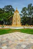 Oro con la pagoda bianca Immagini Stock Libere da Diritti