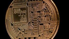 Oro Crypto Bitcoin - BTC de la moneda - moneda del pedazo Rotación en negro almacen de video