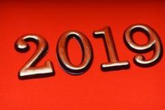 Oro 2019 de la plantilla del diseño de la tarjeta de felicitación en letras rojas Imagenes de archivo