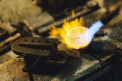 Oro de la soldadura del joyero Fotos de archivo libres de regalías