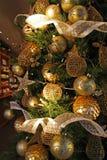 Oro de los colgantes de la Navidad Fotografía de archivo libre de regalías