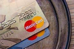 Oro de Mastercard, tarjeta de crédito del platino (de alta calidad) Imágenes de archivo libres de regalías