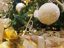Oro del Año Nuevo del árbol de navidad Imagen de archivo libre de regalías