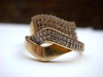 Oro del compromiso y anillo de diamante Imagen de archivo libre de regalías