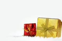 Oro e contenitore di regalo rosso Fotografia Stock