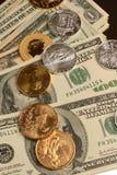Oro e soldi di carta d'argento e del moneta Immagine Stock