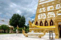 Oro e tempio bianco immagini stock libere da diritti