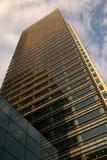 Oro girato dell'edificio per uffici Fotografie Stock