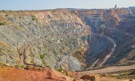 Oro, minerale metallifero, miniera a cielo aperto, il Kazakistan fotografie stock