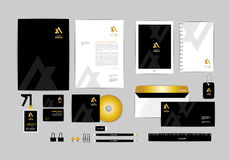 Oro, negro y plantilla de plata de la identidad corporativa para su negocio 3 Fotos de archivo libres de regalías
