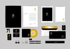 Oro, negro y plantilla de plata de la identidad corporativa para su negocio 5 Fotografía de archivo