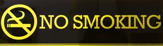 Oro non fumatori di colore del segno su fondo nero Immagini Stock Libere da Diritti