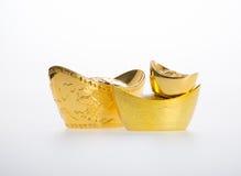 Oro o símbolos chinos del medio del lingote del oro de la riqueza y de la prosperidad fotos de archivo