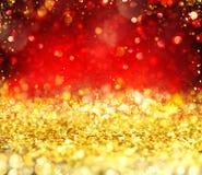 Oro que brilla intensamente de la Navidad y fondo rojo libre illustration