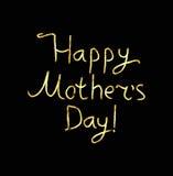 Oro que pone letras a día feliz del ` s de la madre calligraphy Inscripción de oro en un fondo negro Gráfico de la mano Ilustraci Imagenes de archivo