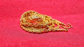 Oro su fondo rosso regalo per newyear cinese Fotografia Stock