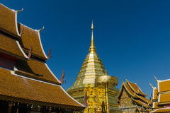 Oro tailandés Stupa en el templo del norte Foto de archivo libre de regalías