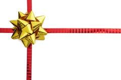 Oro y arco rojo de la cinta aislados Fotografía de archivo libre de regalías