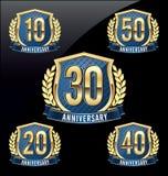 Oro y azul 10mo, vigésimo, trigésimo, 40.o, 50.os años de la insignia del aniversario Imagenes de archivo