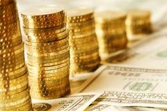 Oro y dólares Imagenes de archivo
