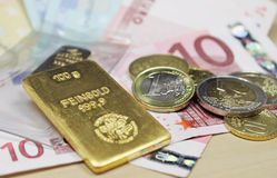Oro y dinero Imagen de archivo libre de regalías