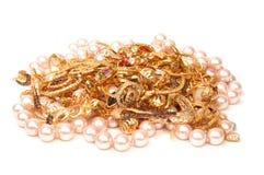 Oro y joyería de las perlas Imágenes de archivo libres de regalías
