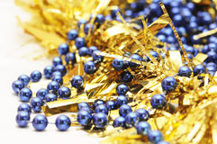 Oro y la Navidad azul foto de archivo