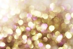 Oro y luces abstractas púrpuras y rojas del bokeh, fondo defocused Foto de archivo