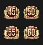 Oro y rojo 45.o, 50.o, 55.o, 60.os años de la insignia del aniversario Imagen de archivo libre de regalías