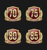 Oro y rojo 70.o, 75.o, 80.o, 85os años de la insignia del aniversario Fotografía de archivo