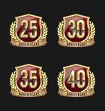 Oro y rojo 25to, trigésimo, 35to, 40.os años de la insignia del aniversario Imagen de archivo libre de regalías