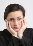oroad kvinna arkivbild