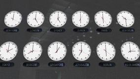 Orologi accurati con differenti fasce orarie in città differenti stock footage