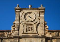 Orologi antichi del tempiale, Dubrovnik immagine stock
