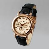 Orologi, braccialetto dorato e nero, tachimetro Fotografie Stock