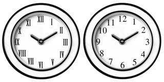Orologi classici moderni d'annata dell'orologio di parete fotografia stock libera da diritti