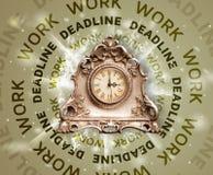 Orologi con scrittura rotonda di termine e del lavoro Fotografia Stock Libera da Diritti