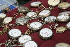 Orologi da tasca antichi dell'argento e dell'oro Fotografie Stock
