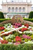 Orologi del fiore in Stadtpark (parco) della città Vienna fotografia stock libera da diritti