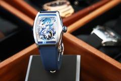 Orologi dello svizzero su fondo vago del contenitore di orologio Immagine Stock Libera da Diritti