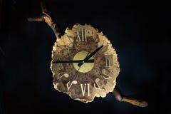 Orologi di legno di musica - orologi fatti a mano Fotografia Stock Libera da Diritti