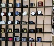 Orologi e braccialetti del ` s degli uomini fotografia stock libera da diritti