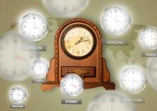 Orologi e fasce orarie sopra il concetto del mondo fotografie stock libere da diritti